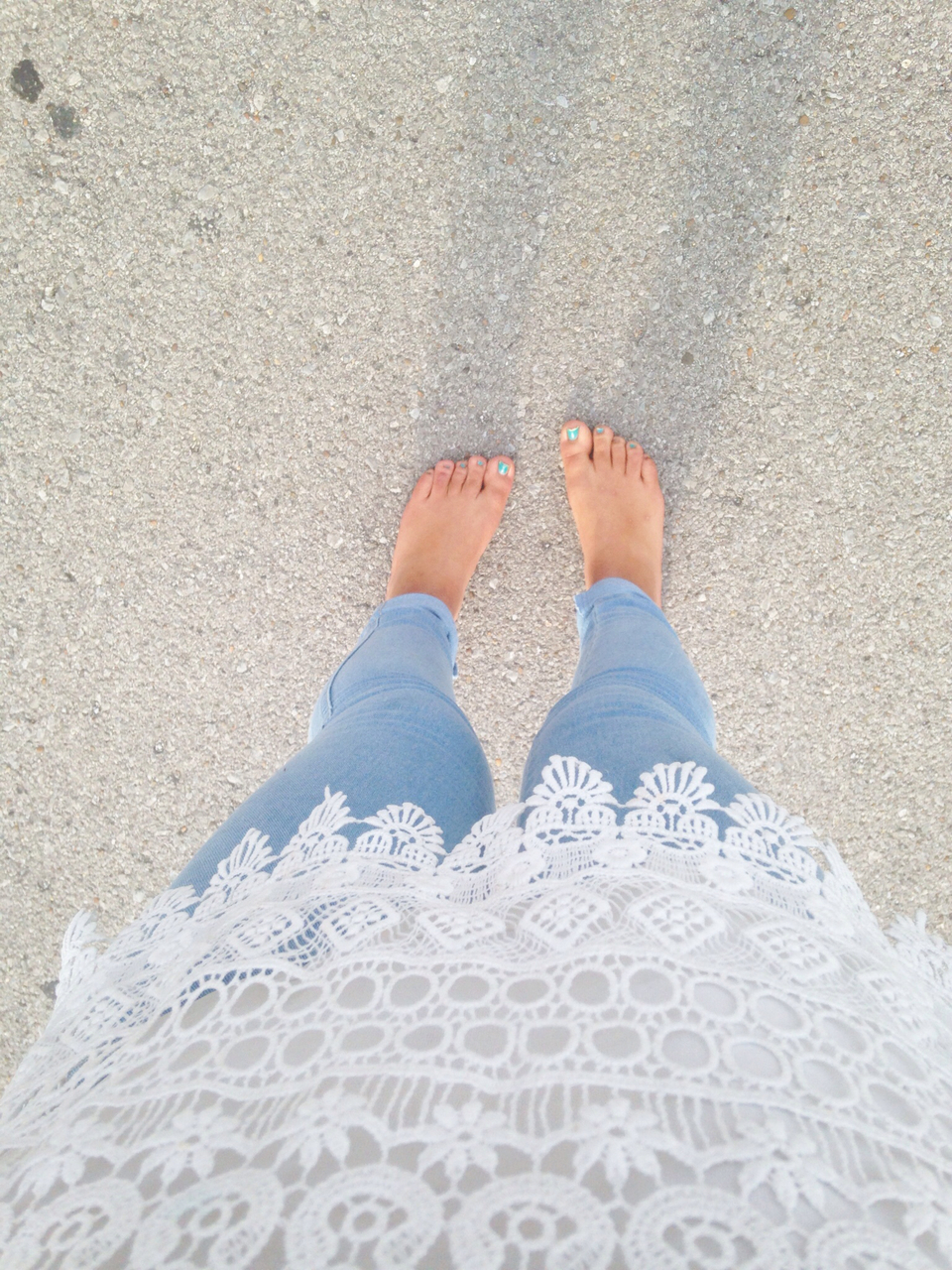 barefoot, jeans, lace, outfit, skater girl, tumblr, too cute for you