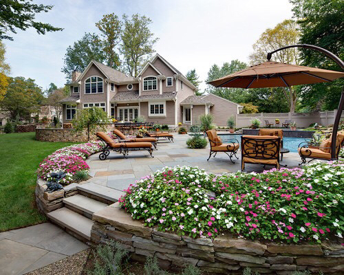 arri re cour chambre coucher couple d cor ext rieur image 2548215 par maria d sur. Black Bedroom Furniture Sets. Home Design Ideas