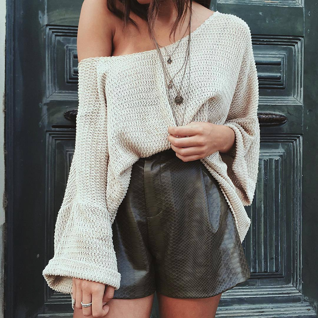 cleavage, day, door, fashion, girl, green, jewelry, look, necklace, necklaces, ootd, ring, shorts, street style, style, trend, trendy, white, First Set on Favim.com