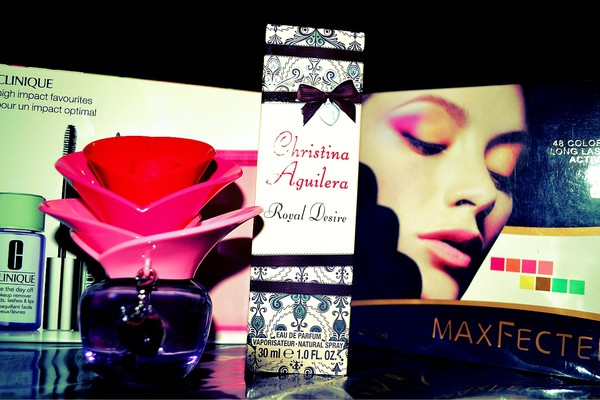 christina aguilera, makeup, parfum, presents