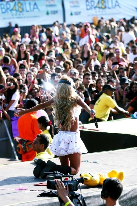 anahi, perfect, blond, stage