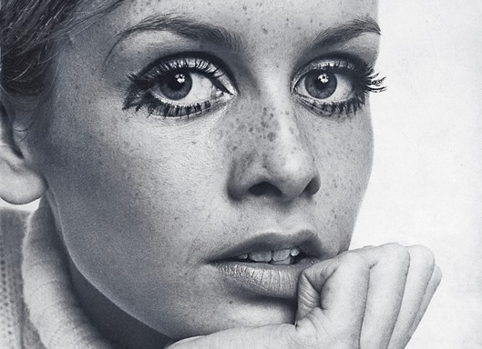 black and white, eyes, freckles, model, twiggy