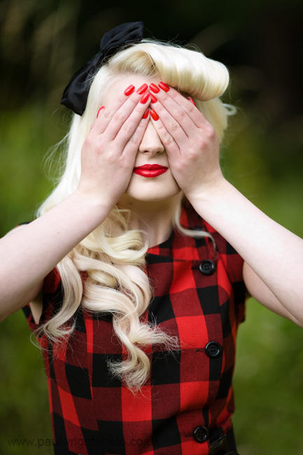 blonde, hair bow, pale, red lipstick, red nail polish