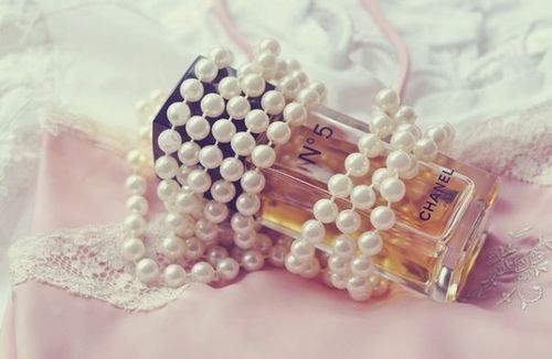 chanel numero 5, lace, necklace, pearls, renda