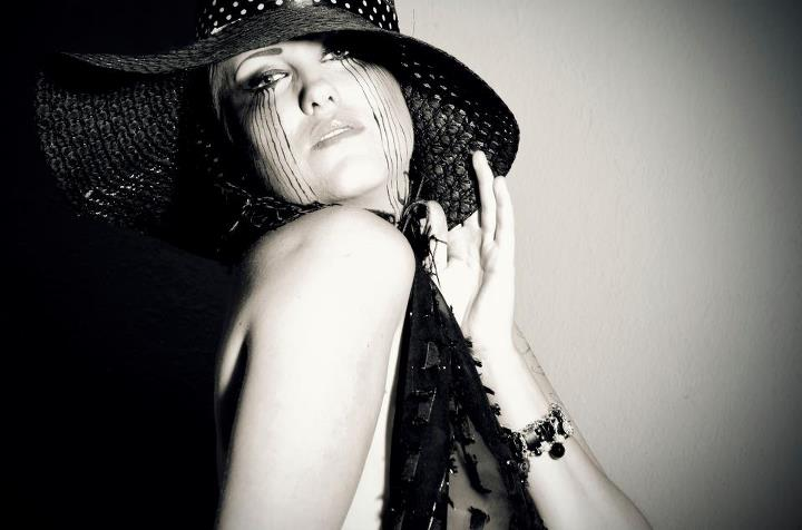 fashion, marcara, black and white, cry, hat