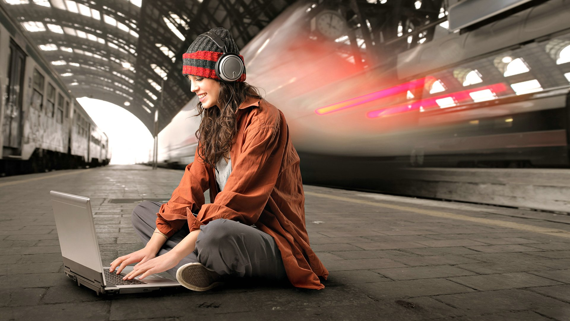 girl, a laptop, headphones, platform, station