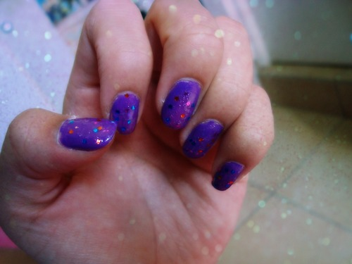 Purple nails with glitter