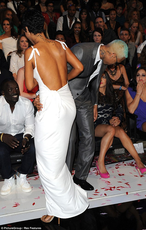 akon, brown, chris, dress, fashion, fashion show, gorgeous, hoes, outfit, pretty, rihanna, rihannah, swag, vma, white