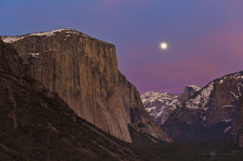 El Capitan, Half Dome, Yosemite, moonlight