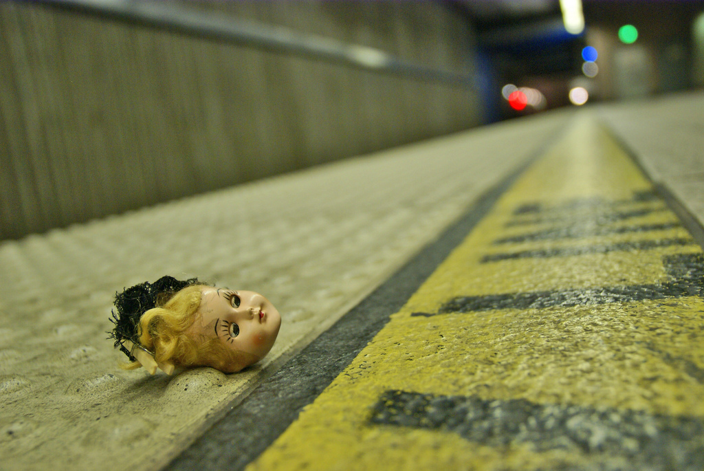 HTITFT, 3 Traveling Doll Heads, Waiting for her ride