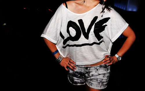 Accessories acessorios amor black and white image for Dingy white t shirts