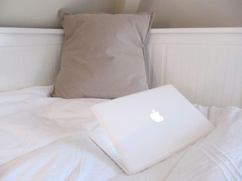 apple, beautiful, bed, bed room, bedroom, computer, deco, decoration, inspiration, inspire, inspiring, interior, interior design, laptop, luxurious, luxury, mac, macbook, notebook, photography, pretty, room, rooms, white