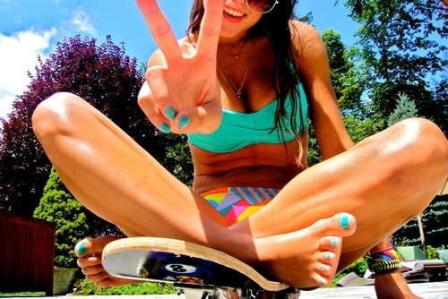 beach, blue, fashion, fun, girl, nails, peace, photography, pretty, smile, summer, sun