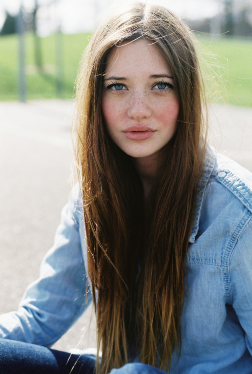 beatiful, beautiful, blue, blue eyes, brunette, cute, denim jacekt, eyes, fashion, freckles, girl, gorgeous, hair, lindsay hansen, lips, long hair, love, lovely, model, mouth, pale, pretty, skin, vintage