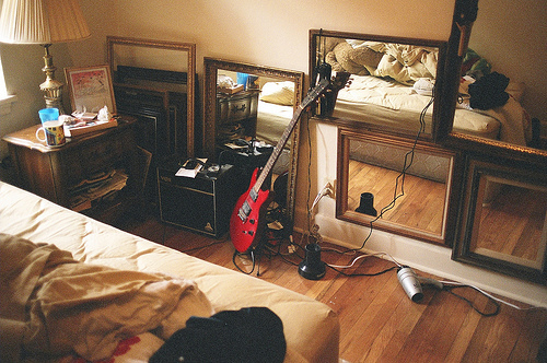 bedroom, guitar