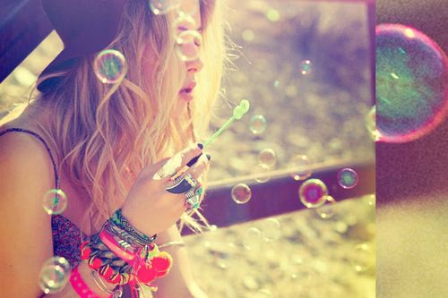 blonde, bubbles, cool, fashion, flowers, girl, hair, hipster, nails, photography, rings, style, sunset, vintage