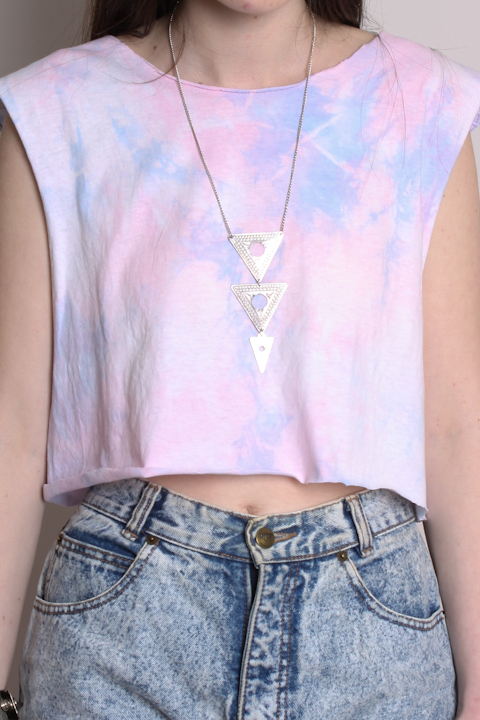 dress, fashion, flower, girl, hair, marmour, nature, necklace, necklase, photography, rode, shorts, style, t-shirt, tie die, tie-dye, triangle, vintage, white, woman