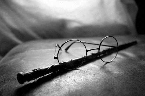 glasses, harry, harry potter, hp, magic, oculos, preto e branco, varinha, wand