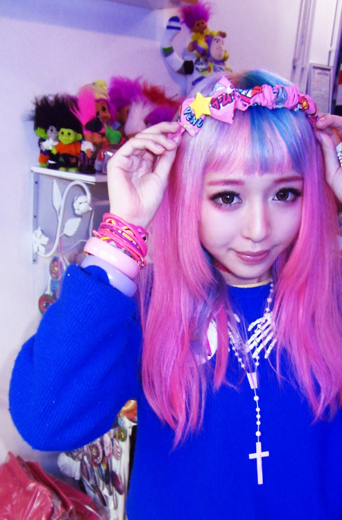 asian, awesome, beautiful, blue sweater, bows, bracelets, colorful, cute, eva cheung, eva pinkland, fashion, girl, harajuku, headband, japanese fashion, kawaii, lovely, mikey, nice, pink, pink hair, pretty, so cute, style