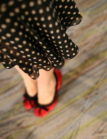 ballerinas, beautiful, black and white, blanco y negro, chatitas, cool, dots, dress, fashion, flats, girl, lindo, lovely, lucy, moda, nice, photography, pretty, red, rojo, shoes, vestido