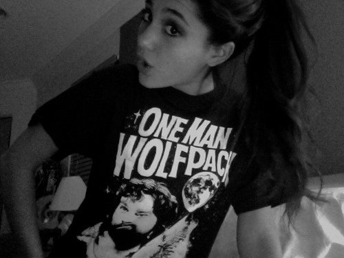 ariana grande, beautiful, black and white, bw, cute, fashion, foto, geek, girl, hair, lips, nice, omg, perfect, perfect hair, pretty, style, t-shirt, text, top wavy hair, wolfpack
