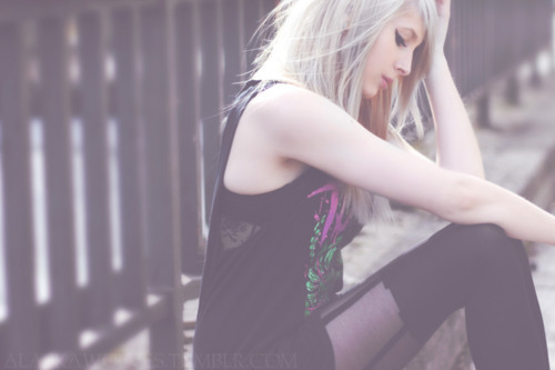 alaskawolves, cute girls, girl, hair, hardcore, hipster, mermaid hair, piercings, scene, scene hair, silver hair, tights