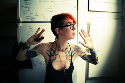 alargador, alternative, art, beautiful, cute girl, fashion, girl, glasse, gorgeous, hair, hands, ink, jetta vegas, lesbian, orange, photo, piercing, pretty, septo, septum, style, tatto, tattoos, vintage