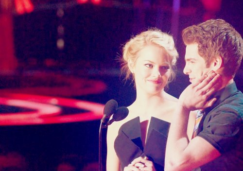 andrew garfield, awards, couples, emma stone, hollywood, love, offscreen, onscreen, spider-man, spiderman, the amazing spider-man