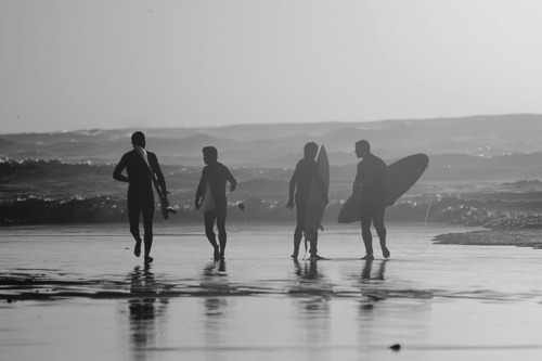 beach, black and white, boys, friends
