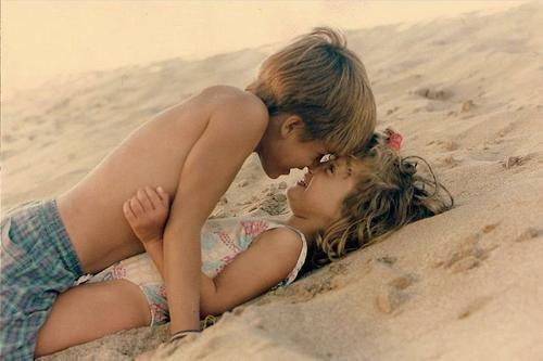 http://s5.favim.com/orig/54/beach-children-in-love-kids-Favim.com-537076.jpg