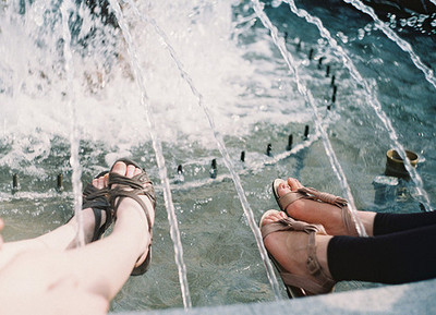 beautiful, cute, fountain, friends, girl, hipster, indie, photography, vintage
