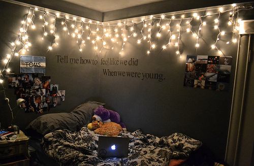 tumblr rooms with lights and quotes