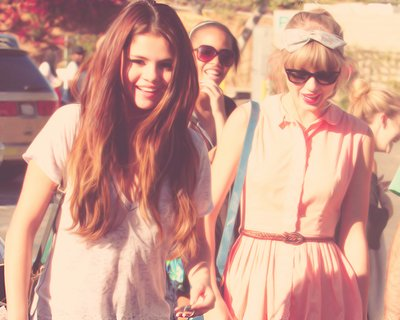 taylor swift, friends, selena gomez