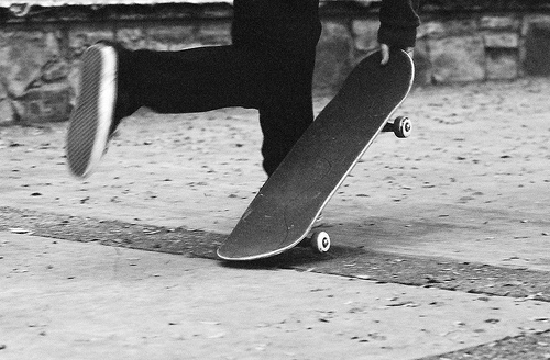 black and white, boy, guy, skate - image #636638 on Favim.com