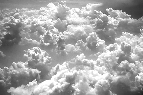 Black and white cloud clouds fly image 661158 on for Sfondi bianco e nero tumblr