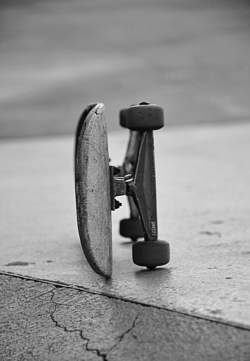 black and white, skate - image #660424 on Favim.com