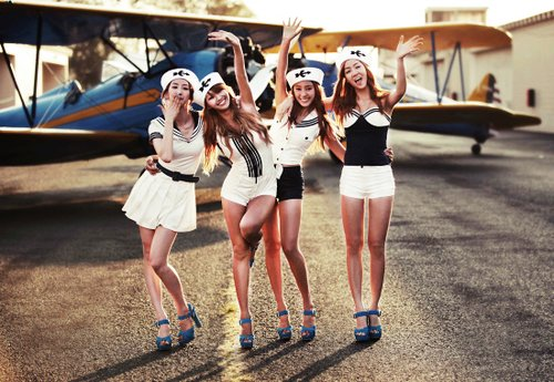 airplane, fashion, friends, girl, girls, k-pop, korean, koreans, kpop, photo, photography, plane, sistar, style, stylish