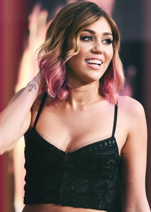 amazing, cute, eyes, girl, hair, love, lovely, miley cyrus, qoutes, sexy, smile