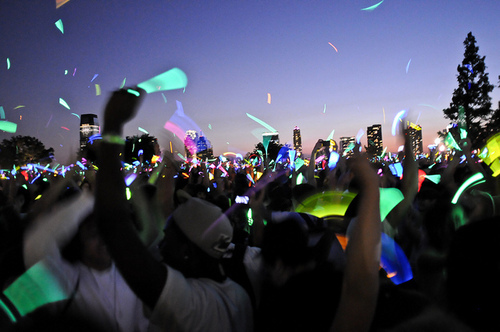 beautiful, concert, cute, dark, fark, glow sticks, lights, music, people, perfect, photography, sky, summer, sunset