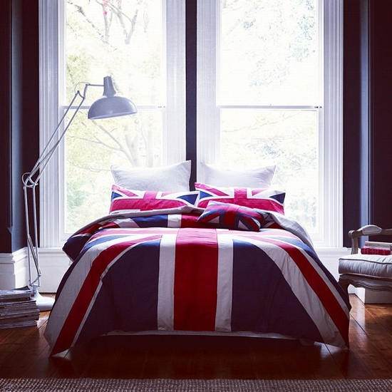 Bed bedroom british cuddling image 751439 on for Union jack bedroom ideas