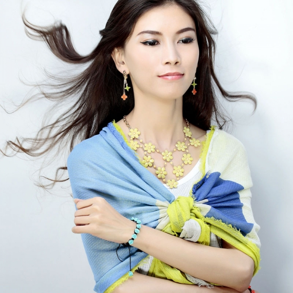 beautiful.yellow, cluster flower bib necklace, fashion and flower bib necklace