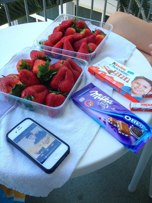 balcony, believe, berries, chocolate, deliscious, deluxe, eating, food, fruit, fruits, healthy, healthy food, hotel, iphone, justin, justin bieber, kinder, kinder maxi, legs, luxury, milka, milka oreo, oreo, palm, red, strawberries, summer, tegnology